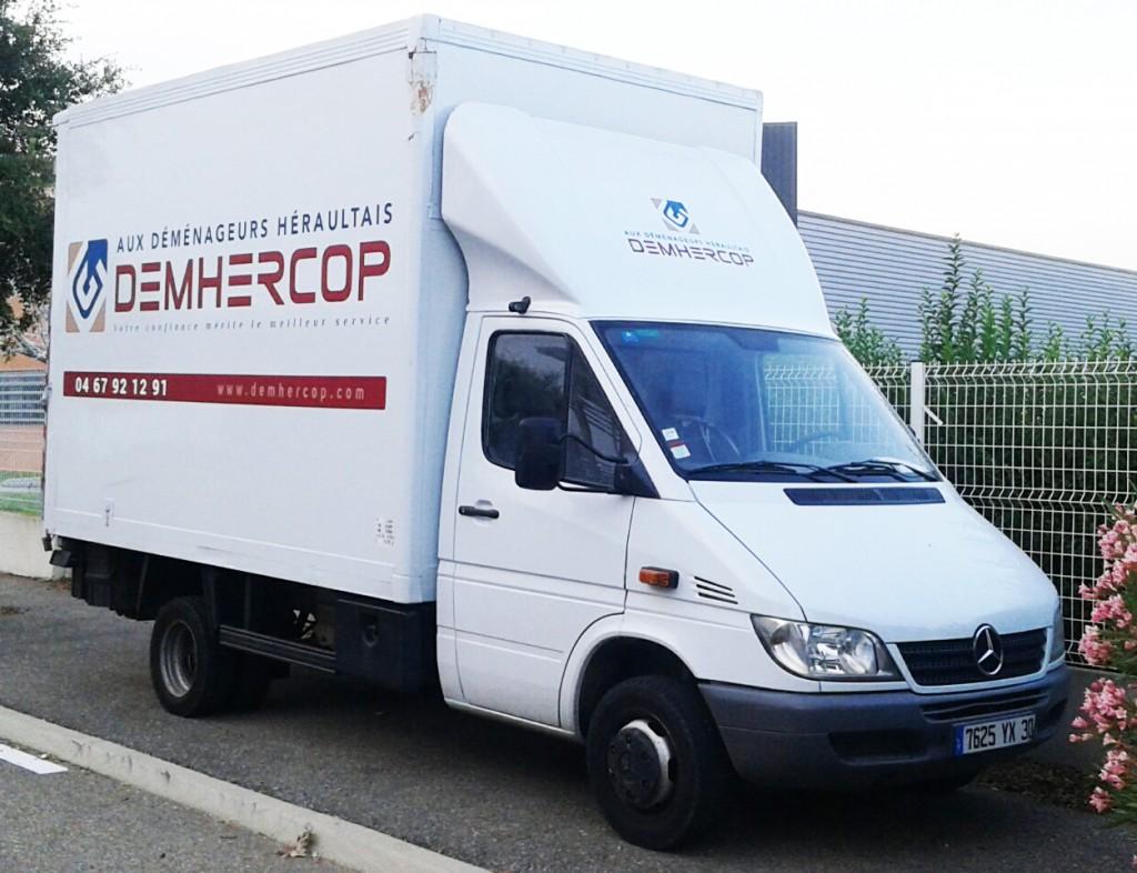 Camion de déménagement Demhercop avec hayon